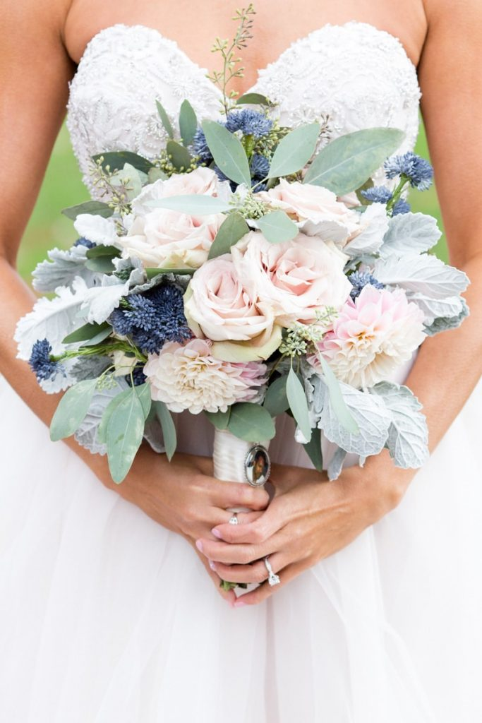 bride holding her beautiful bouquet