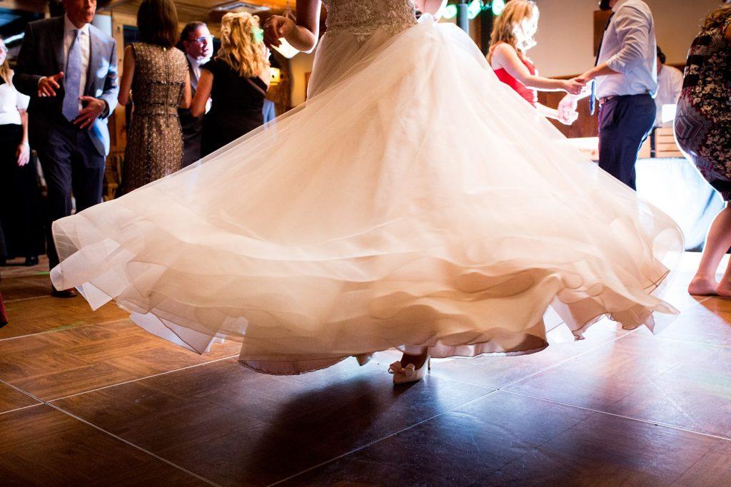 brides dress spins