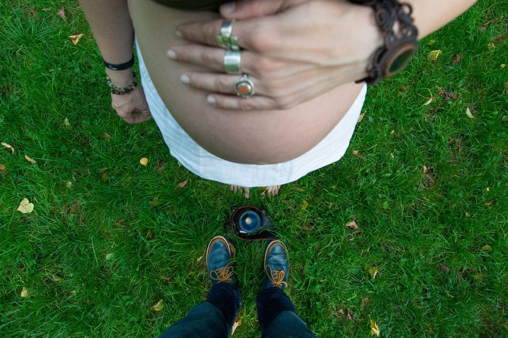 photographer Tomaš Zahumensky takes a picture of my pregnant belly during a maternity shoot