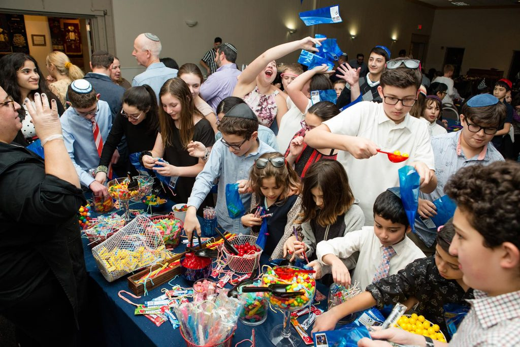 children enjoy a candy bar at a mitzvah party in Rochester